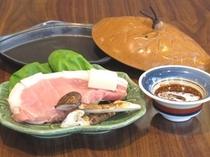 ブランド豚と松茸の陶板焼き