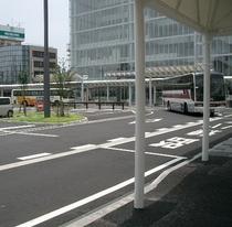 東京・名古屋・大阪・小松空港への高速バス乗り場はホテル正面です
