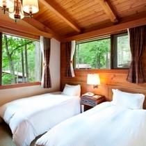 【別荘気分を満喫♪】森と清流の離れコテージ メインのリビングとは別に寝室が。