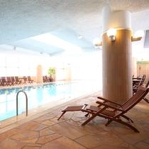 別棟「鹿山の湯」内にある室内の温水プール。