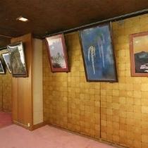 各部屋とロビーには四季折々の風情を展示