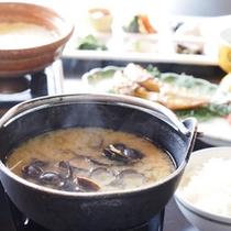 【朝食一例】しじみを贅沢に使ったお味噌汁