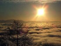雲海の上の夕焼け
