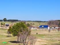 【レストランからの眺め】ミルク工房と左奥が天文台