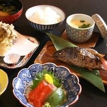 【料理】*アップ*新鮮な地元食材を活かした温かみのあるお料理です
