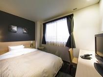 シングルルーム(クイーンベッド)・最上級の眠りをご提供するシモンズのベッドを使用(全室)