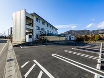 宿泊者専用駐車場(2017年拡張整備)あり、十分な駐車スペースがございます(無料)