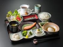 美味しい朝食!和食か洋食をお選び頂けます(写真は和食イメージ)