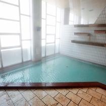 【大浴場】開放的なメゾネット造り