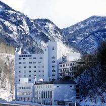 【冬】一面が雪に覆われ白一色に。日によってはマイナス20℃を下回る事も!