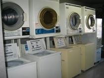 コインランドリー&乾燥機:ともに4台