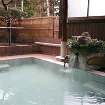 大理石造り露天風呂