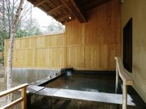 露天付和洋客室の露天風呂(225X300)