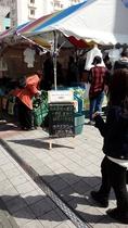 トランジットモール中のマルシェ(市場)