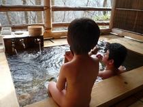家族水入らずで貸切野天風呂♪