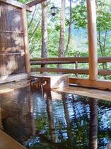 夏の野天風呂
