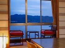風光明媚な福良湾を望む