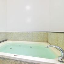 *風呂/お湯は髪やお肌にも優しい「超軟水」を使用しております。