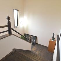 *館内/天井が高く、開放感のある造りとなっております。