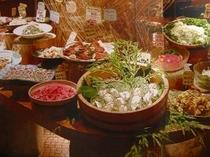 【旬菜食健 ひな野/お席】食材にこだわったビュッフェスタイルのバイキング