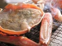 お客様の目の前、炭火で焼き上げる甲羅焼き&焼蟹