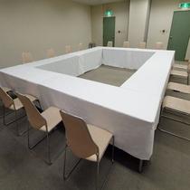 【会議室(61㎡)/最大収容人数25名様】