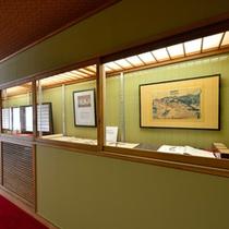 大阪屋のロゴを筆した河東碧梧桐や前田青邨画伯をはじめ、数々の文人、歌人、画人のギャラリースペース。