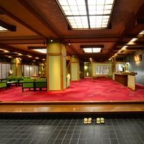 ロビー 入口を一歩踏み入れた瞬間から、純和風の趣きを設えた空間がお客様をお迎え致します。