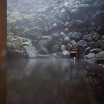大浴場 君子の湯 殿方浴場 ■露天風呂 檜風呂 開放感溢れる檜風呂は当館の名所です。