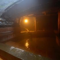 屋外岩風呂 岩戸の湯 ■癒し風呂 リラックス効果の高いハーブ湯を使用しております。