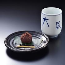 ご到着時には吾妻の名産物の花いんげん豆を茶巾絞りにして、座付菓子にお出ししております。