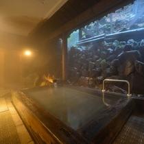 大浴場 白玉の湯 姫方浴場 ■露天風呂 檜風呂 開放感溢れる檜風呂は当館の名所です。