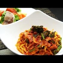 【洋Aコース】日替わりパスタのお食事にはサラダも付いております。