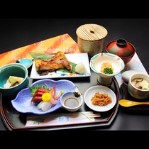 【和Bコース】お刺身付きの日替わり定食
