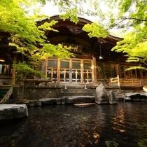 ◇緑が映える夏の【大露天風呂】