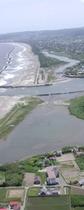 海岸線と河口 縦