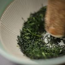 お食事はすり茶とご一緒に♪和楽園オリジナルです。