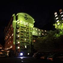 ホテル外観(夜)本館
