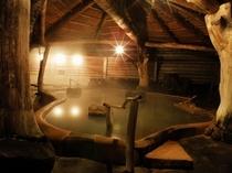 どんどこ湯 露天風呂 夜の風景