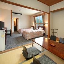 【和+洋(ツイン)室・2間】約23平米 阿蘇山や日本庭園一望