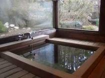 四季亭が誇る檜風呂・・・陽だまりの家