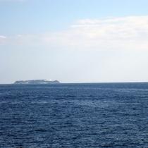 海に浮かぶ初島