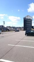 平面駐車場⭐77台完備(無料)