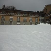 四季の里冬の館外