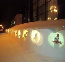 ホテル前の雪だるまライトアップ