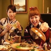 お食事中(楽しく女の子2人で♪)