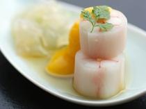 蟹絹田巻 黄味酢掛け。決して主役級ではない酢の物ですがしっかりと懐石を支えているのです。