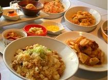 筍の土佐煮、春雨サラダ、五目きんちゃく煮、春キャベツサラダ、鰹の炊き込みご飯、他