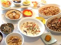 エリンギとシメジのとろ〜りクリーム煮、舞茸の炊き込みご飯、秋のきのこマリネ、シメジとセリの胡麻和え