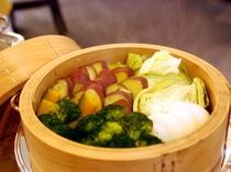新鮮野菜の蒸し料理